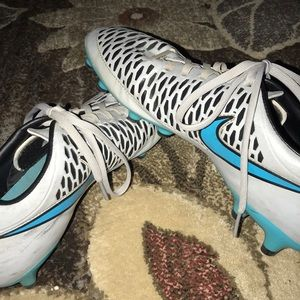 Size 9.5 Nike soccer cleats